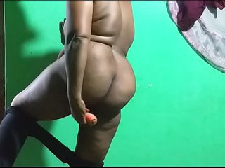 horny des itamil telugu kannada malayalam hindi indian vanitha showing big boobs and shaved pussy leggings press hard boobs press nip rubbing pussy masturbation big big carrot