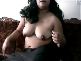 Desi Indian girl wants to expose big breasts to boyfriend